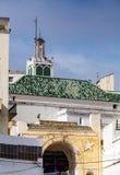 Старая мечеть и крыши Medina. Танжер, Mo Стоковое Фото
