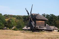 Старая мельница в музее под открытым небом Pirogovo Стоковые Фотографии RF