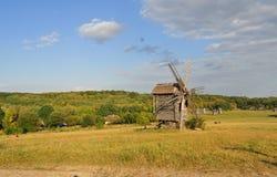 Старая мельница на долине Стоковая Фотография
