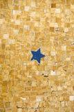 Старая мозаика пола показывая голубые 5 указала звезда Стоковое Изображение