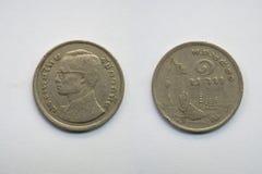 Старая монетка Таиланд, которая устарелое сегодня на белой предпосылке Стоковые Изображения