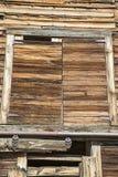 Старая надземная просторная квартира двери амбара сена Стоковые Изображения RF
