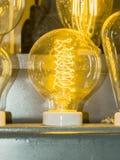 Старая нить электрической лампочки углерода стоковые фотографии rf