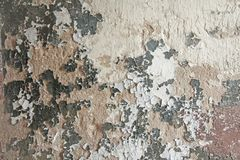 Старая облупленная белая краска слезая grungy треснутую стену Отказы, Стоковое Изображение RF