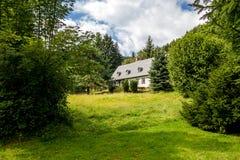 Старая дом в древесинах Стоковое Изображение RF