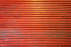 Старая оранжевая предпосылка текстуры штарки двери металла Стоковая Фотография