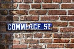 Старая дорога коммерции streetsign эмали Стоковая Фотография