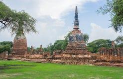 Старая пагода Wat Mahathat Ayutthaya Стоковая Фотография RF