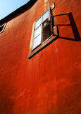 Старая пакостная красная стена Стоковая Фотография RF
