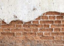 Старая пакостная черная кирпичная стена Стоковое Изображение RF
