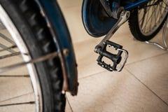 Старая педаль велосипеда стоковые фото