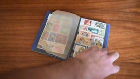 Старая печать почтового сбора на таблице видеоматериал
