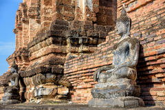 Старая позиция усаживания статуи Будды стоковые фото