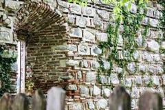 Старая покинутая абстрактная предпосылка стены Стоковое Фото