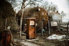 Старая покинутая бензозаправочная колонка Стоковые Фото