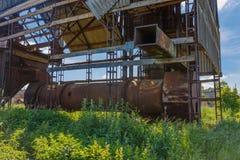 Старая покинутая фабрика Обрабатывать зерна стоковое изображение