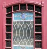 Старая покрашенная дверь цветного стекла стоковое фото