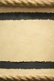 Старая постаретая бумага на древесине Стоковое фото RF