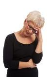 Старая потревоженная женщина стоковая фотография