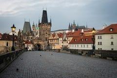 Старая Прага увиденная от Карлова моста, чехии стоковые изображения rf