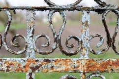 Старая предпосылка перспективы конца-вверх загородки металла Геометрическое Пэт стоковые изображения