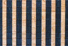 Старая предпосылка деревянных и металла двери Стоковая Фотография