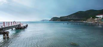 Старая пристань в гавани Стоковые Фото