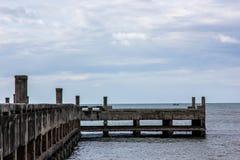 Старая пристань в утреннем времени Стоковая Фотография