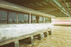 Старая пристань под мостом стоковые фото