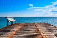 Старая пристань grunge в море Стоковое Фото