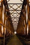 Старая промышленная перспектива i центра моста утюга железной дороги железной дороги Стоковые Изображения