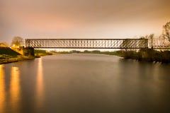 Старая промышленная перспектива o центра моста утюга железной дороги железной дороги Стоковое Фото