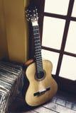 Старая пылевоздушная гитара Стоковые Изображения RF