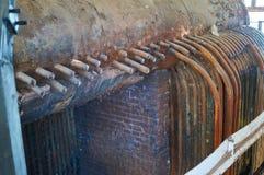 Старая, разрушенная винтажная система отопления боилера пара Стоковое Изображение RF