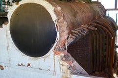Старая, разрушенная винтажная система отопления боилера пара Стоковые Фото
