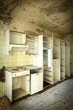 Старая разрушенная кухня стоковые фото