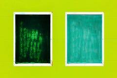 Старая рамка и зеленая стена Стоковое фото RF