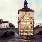 Старая ратуша в Бамберге (Германии) в зиме стоковое фото rf
