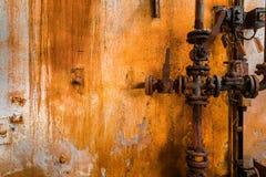 Старая ржавая линия трубы газа стоковое изображение