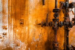 Старая ржавая линия трубы газа стоковые фотографии rf