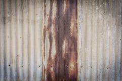 Старая ржавая стена плиты цинка Стоковая Фотография
