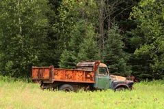 Старая ржавая тележка фермы Стоковые Фото