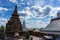 Старая русская деревянная архитектура внутри Izmaylovsky Кремля в Москве стоковые фото