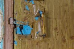 Старая ручка на старой двери Стоковые Фотографии RF