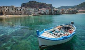 Старая рыбацкая лодка Cafalu Sicilia Стоковые Изображения RF