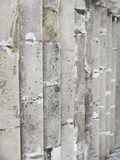 Старая серая лестница Лестница старых серых кирпичей, винтажное Stairc стоковое фото