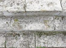 Старая серая лестница Лестница старых серых кирпичей, винтажное Stairc стоковые фотографии rf