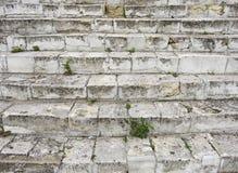 Старая серая лестница Лестница старых серых кирпичей, винтажное Stairc стоковое фото rf