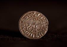 Старая серебряная армянская снятая монетка с портретом льва изолированным на черном, конец-вверх стоковое изображение