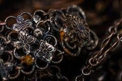Старая серебряная предпосылка браслета Стоковое Изображение